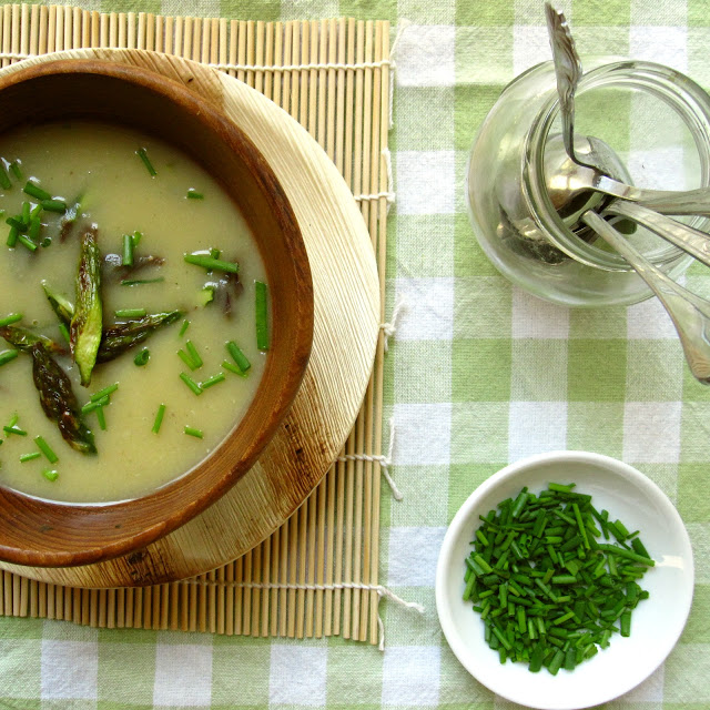 health-creamy-roasted-asparagus-soup